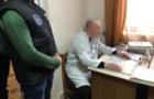 Лікар-хабарник оцінив перебування хворої у реанімації 50 євро на добу
