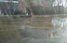 В Ужгороді в районі аеропорту прорвало каналізацію