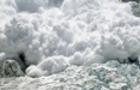 На Закарпатті лижники-екстремали спеціально спускають лавини, щоб врятувати туристів
