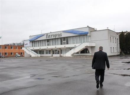 """Скандал: Москаль на нараді жорстко вимагав від  Державіаслужби відновити роботу аеропорту """"Ужгород"""""""