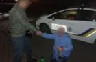 П`яний водій під час затримання почав мочитися, а потім запропонував хабар