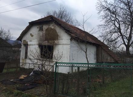 Попили кави: На Іршавщині згорів будинок, бо його господарі вирішили зварити кави на несправній електроплиті у спальні