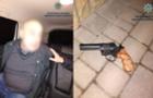 Як затримували п`яного озброєного неадеквата в Мукачеві (ВІДЕО)