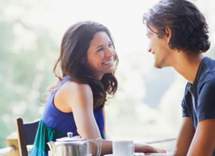 Як спілкуватися з привабливою дівчиною: 5 порад