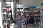 У Мукачеві жінка блискавично вкрала пральний порошок у одному з магазинів