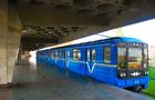 У Києві закарпатець заліз на дах вагону метро, а потім впав і загинув