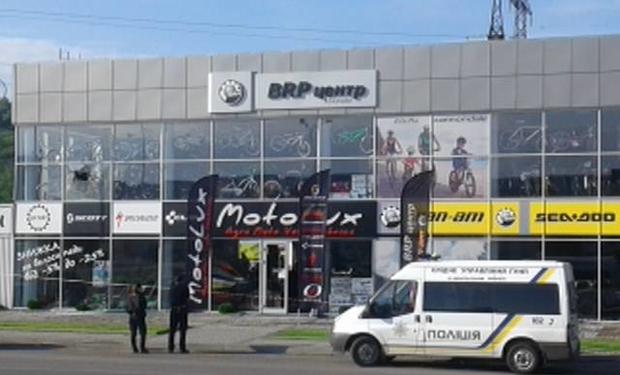 Стрілянина у Мукачеві: невідомі обстріляли магазин із РПГ