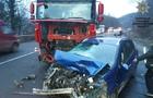 Біля Мукачева вантажівка розтрощила легковик (ФОТО)