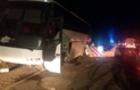 На Закарпатті екскурсійний автобус вдарився в бетонний обмежувач. 7 чоловік в лікарні