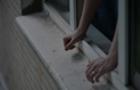 У Мукачеві жінка випала з балкона 5-го поверху і навіть не отримала травми