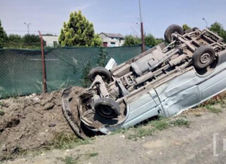 У Мукачеві мікроавтобус перекинувся на дах