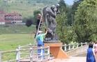 У Мукачеві вандали облили фарбою пам'ятник жертвам повені 1998 року