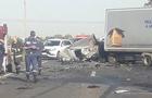 Жахлива аварія біля Мукачева: Одні автомобілі розтрощені, а інші в кюветі