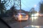 Ужгородські патрульні пояснили, чому їхній автомобіль вдарився в дерево (ВІДЕО)