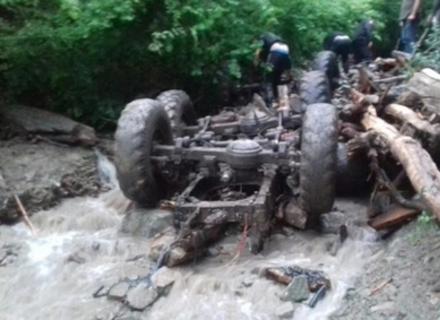 Лісівники: Вантажівку з людьми на Тячівщині змило потужним селевим потоком