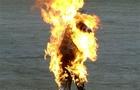 В Ужгороді біля прокуратури чоловік підпалив себе, а потім намагався скочити в річку