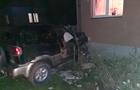 На Березнянщині п'яний водій на джипі зніс паркан і вдарився в стіну приватного будинку