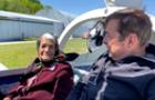 Баба Ріна пересіла в літак