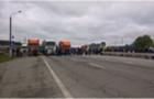 Найбільший пропускний пункт на держкордоні з Угорщиною заблокований вантажівками