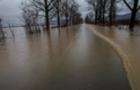 На річках Закарпаття різко піднімається рівень води в річках