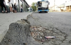 В Ужгороді на вулиці Заньковецької псується новий асфальт