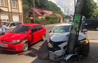 Невдалий обгін: У Хусті автомобіль врізався в електроопору (ВІДЕО)