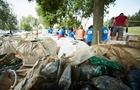 Угорські активісти зібрали 3 тонни сміття, яке потрапило в Угорщину по Тисі із Закарпаття