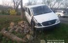 У селі Мирча мікроавтобус зніс бетонний стовп і вдарився в дерево