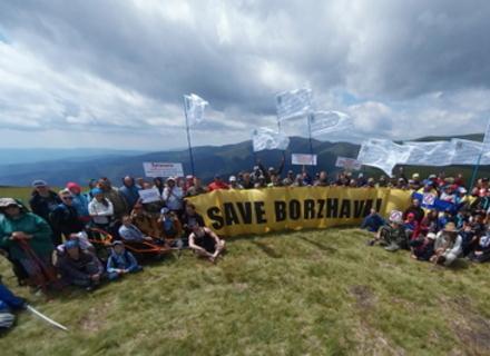 На одній з найвищих вершин Полонини Боржава відбулася масштабна акція проти будівництва ВЕС