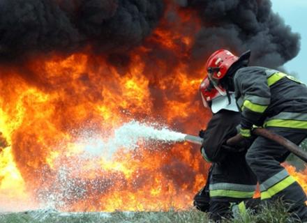 Нічні пожежі в Закарпатті: Горіли гаражі, автомобіль та будинок