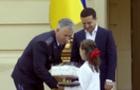 Президент Зеленський нагородив 11-річну дівчину із Рахівщини, яка врятувала з вогню своїх братів і сестер