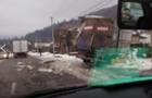 У селі Ставне зіштовхнулися дві вантажівки з продуктами