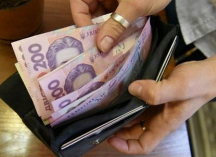 На Рахівщині продавчиня попросила свого товариша приглянути за магазином, а той украв у неї гроші