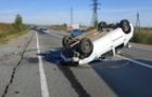 Внаслідок ДТП, що сталася між Ужгородом та Мукачево, автомобіль перекинувся на дах