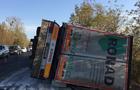 На трасі на Мукачівщині перекинулася вантажівка (ФОТО)