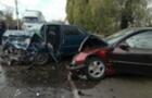 У результаті аварії на Виноградівщині постраждали двоє людей.. Рятувальники змивали з дороги пальне