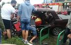 ДТП на Рахівщині: один з автомобілів винесло на клумби (ФОТО)