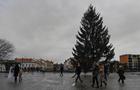В Ужгороді вже встановили Новорічну ялинку