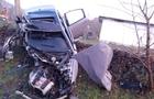 На Іршавщині автомобіль врізався в автобусну зупинку: загинула 17-річна дівчина