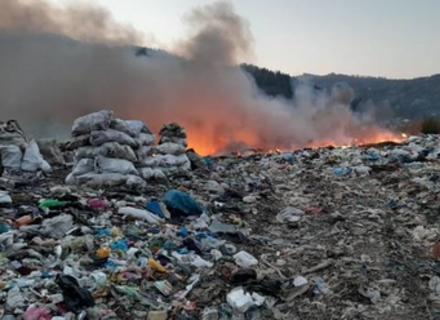 Скандальне сміттєзвалище на Рахівщині відсунуть від берега Тиси (ВІДЕО)