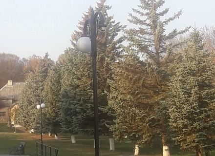 В Ужгороді на військовому кладовищі вандали розбили ліхтарі