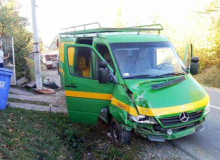 На Закарпатті ще один автомобіль зніс електроопору. Загинула жінка