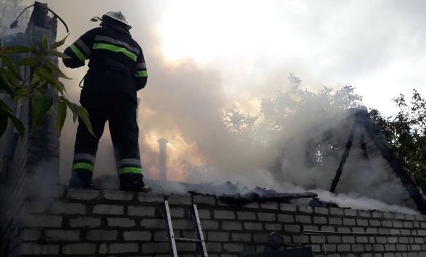 Масштабна пожежа на Ужгородщині - згоріла лазня, домашні речі та мікроавтобус