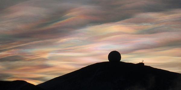 800px-Nacreous_clouds_Antarctica