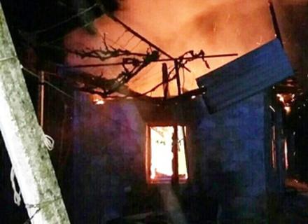 На Виноградівщині згорів будинок пенсіонерки