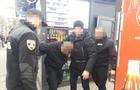 Правоохоронці затримали чиновника-поліцейського, який взяв хабар за дозвіл на розміщення білбордів