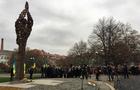 Потворний пам`ятник в Ужгороді, схоже, не переноситимуть