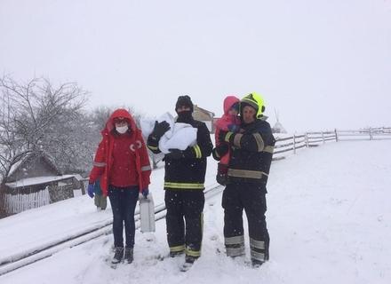 На Рахівщині троє маленьких дітей отруїлися чадним газом. Старша дівчинка втратила свідомість