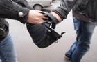 У Мукачеві біля вокзалу двоє чоловіків украли у перехожого рюкзак з грошима та документами