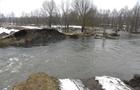Стихія: Підтоплення будинків в Ужгороді та зсув грунту на Воловеччині